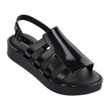 """""""Boemia"""" sandaal van het merk Melissa."""